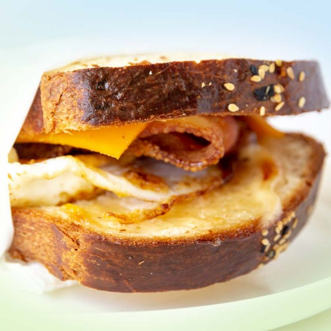 Sandwich Brekky Roll 5640